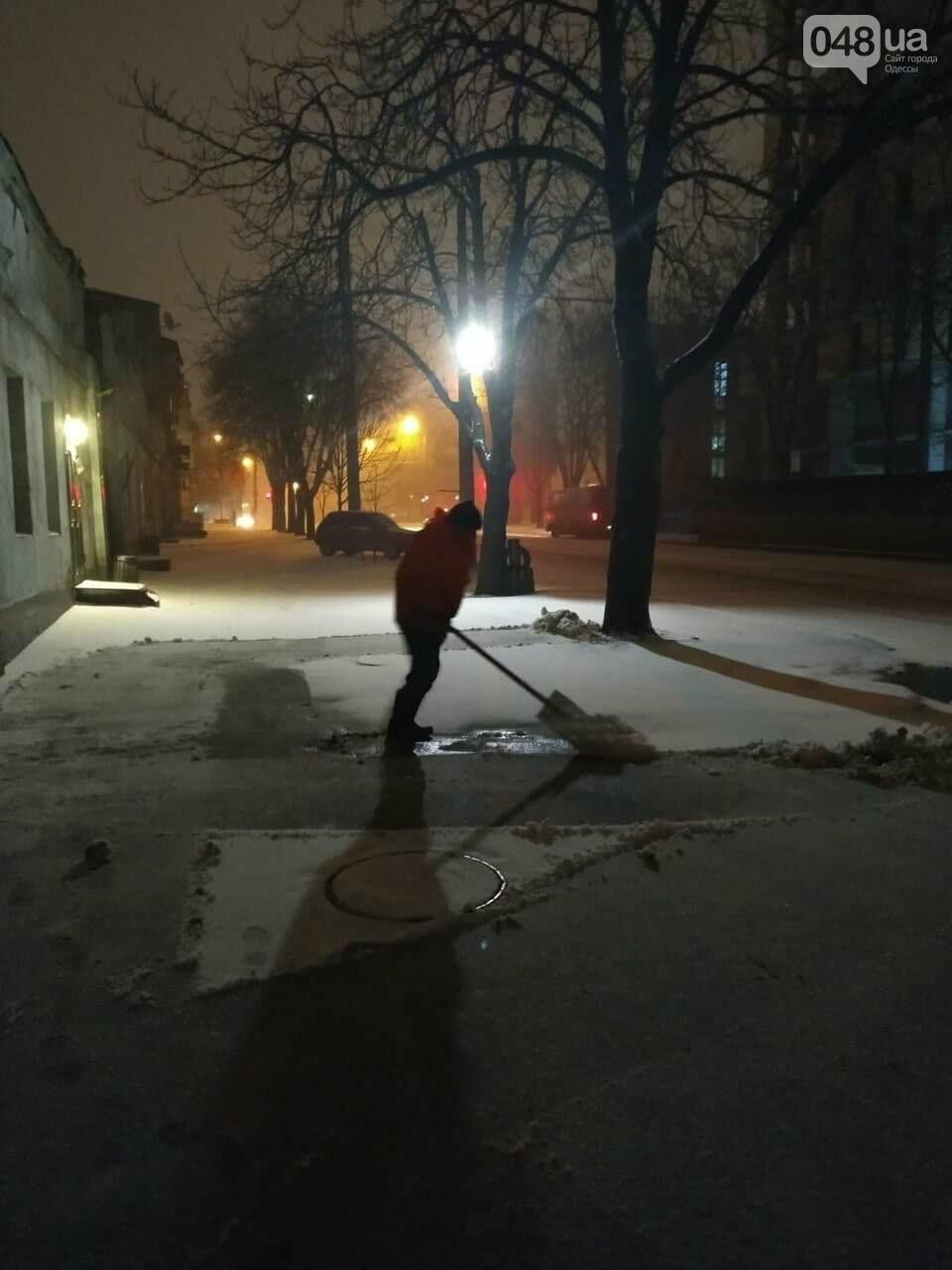 В Одессе около 100 автомобилей всю ночь разгребали снег и посыпали улицы,- ФОТО, ВИДЕО, фото-5
