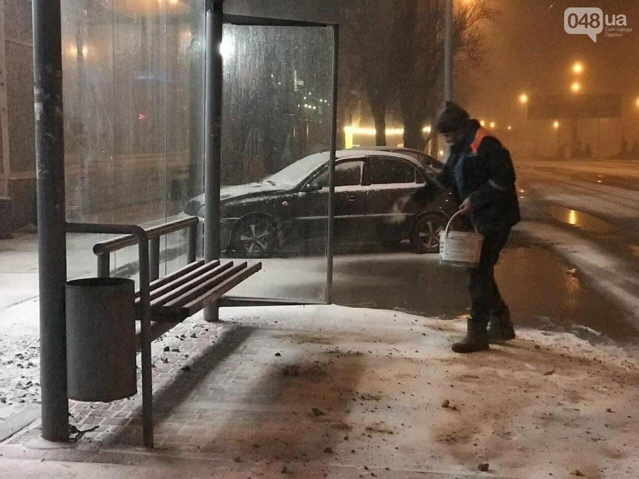 В Одессе около 100 автомобилей всю ночь разгребали снег и посыпали улицы,- ФОТО, ВИДЕО, фото-8