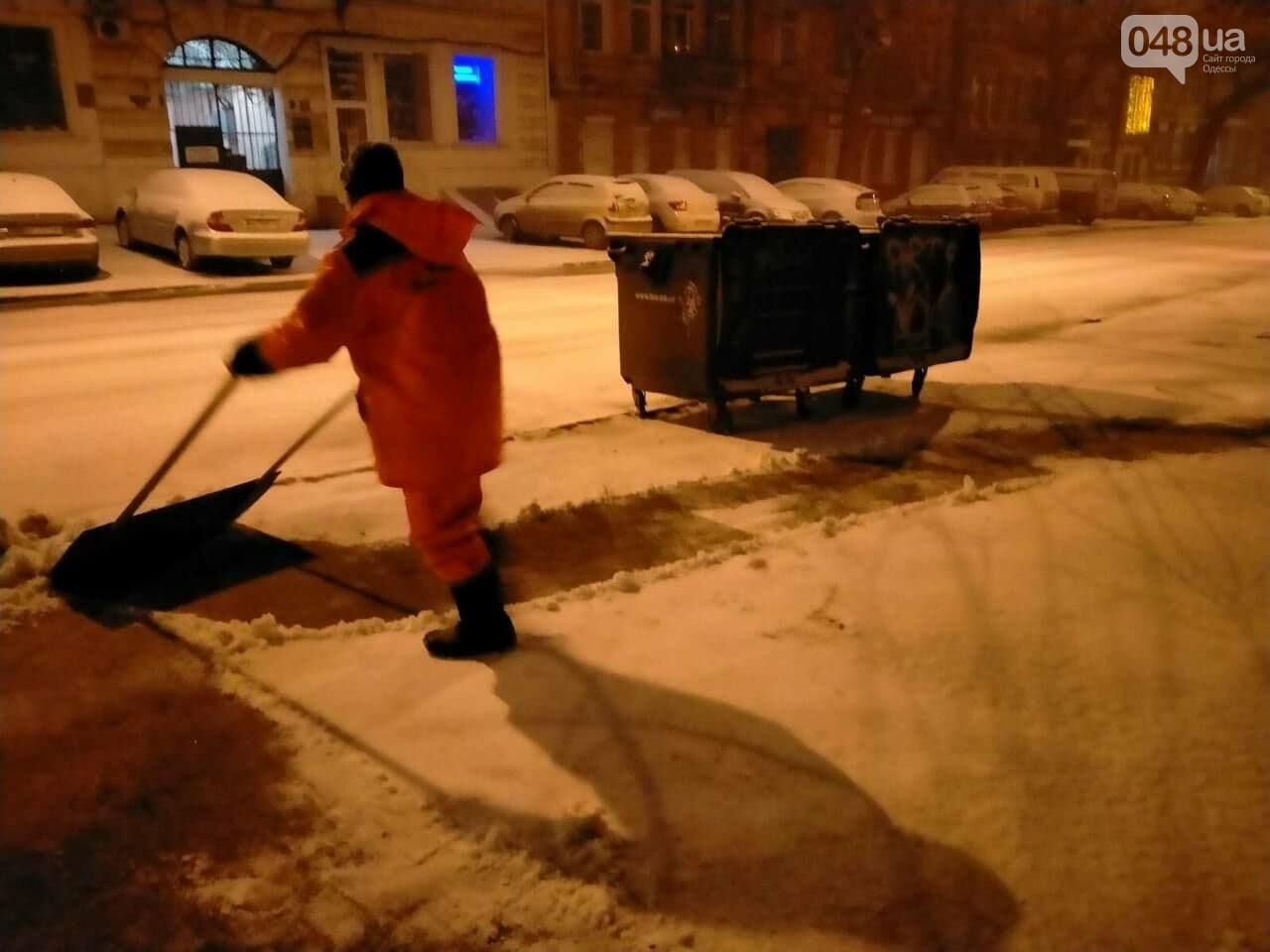 В Одессе около 100 автомобилей всю ночь разгребали снег и посыпали улицы,- ФОТО, ВИДЕО, фото-3