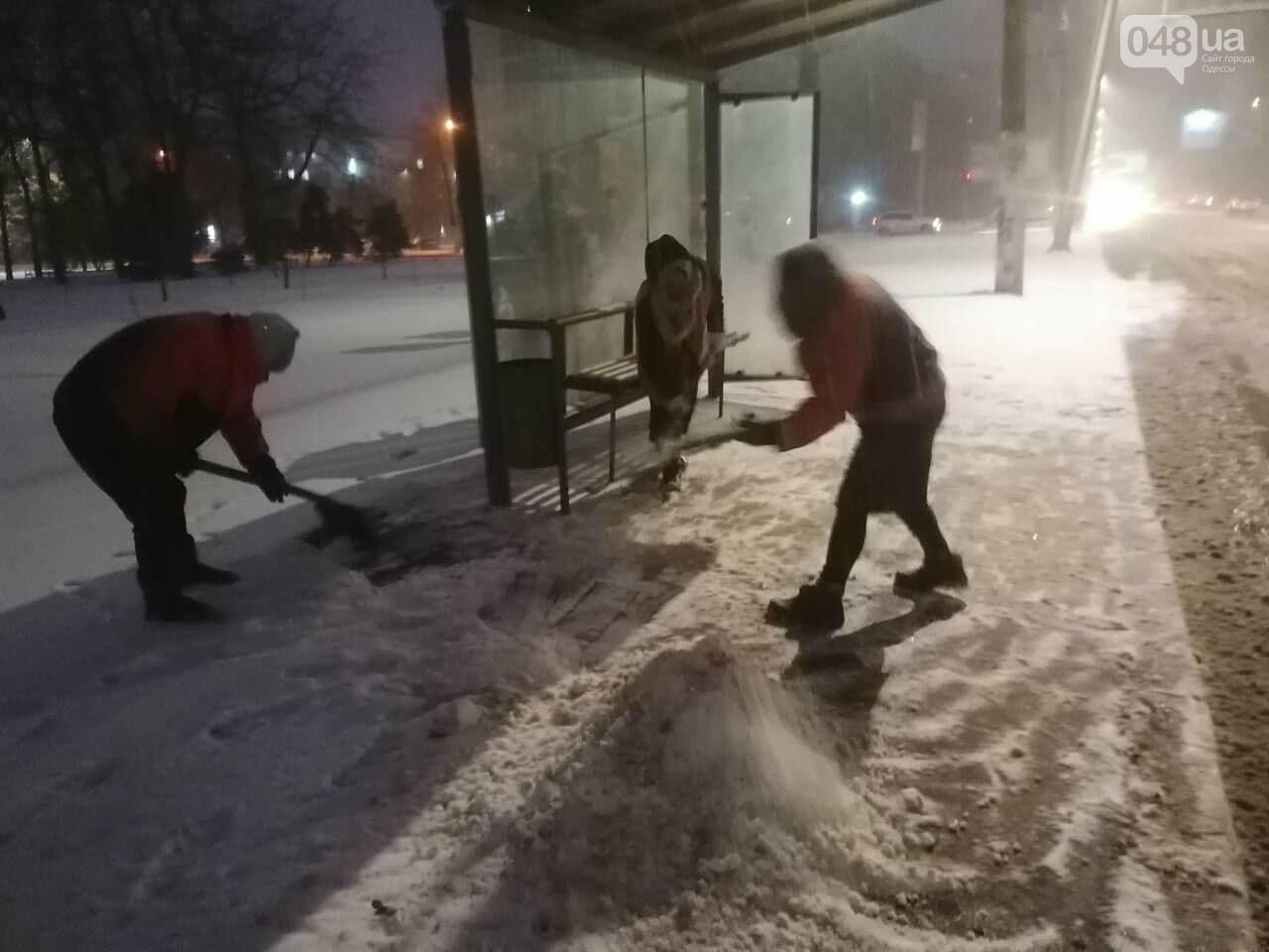 В Одессе около 100 автомобилей всю ночь разгребали снег и посыпали улицы,- ФОТО, ВИДЕО, фото-4