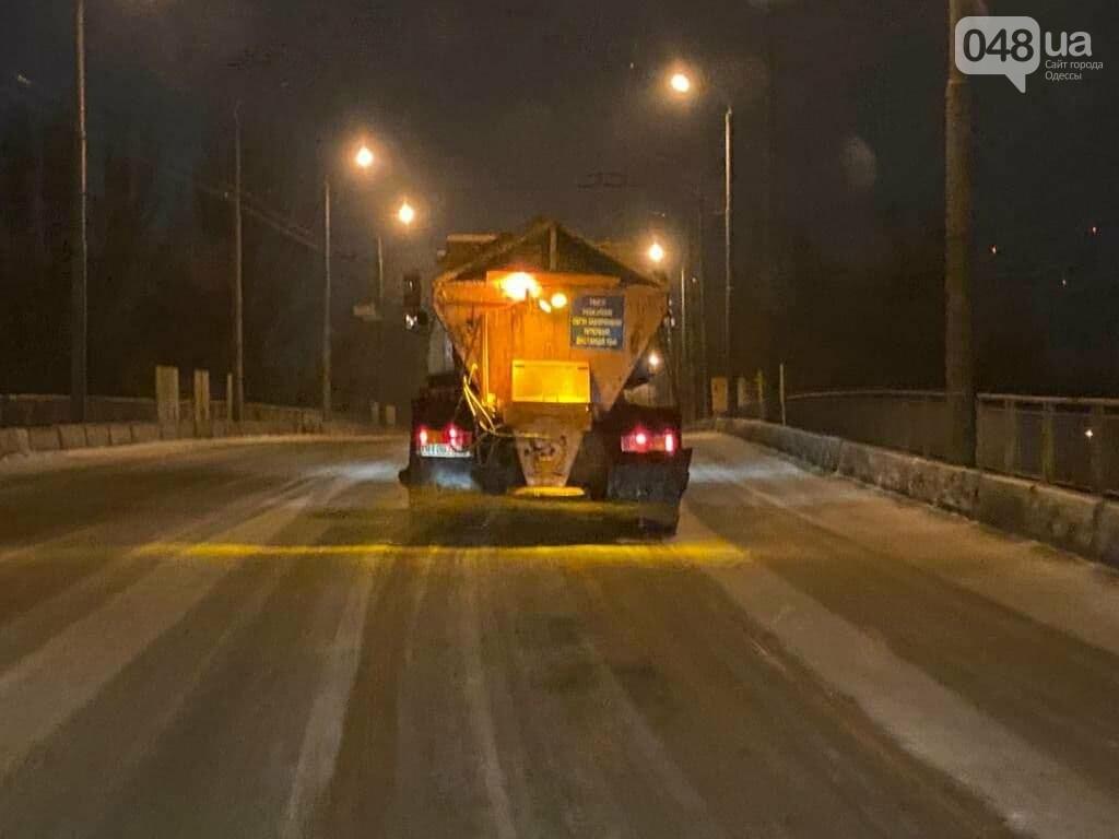 В Одессе около 100 автомобилей всю ночь разгребали снег и посыпали улицы,- ФОТО, ВИДЕО, фото-1