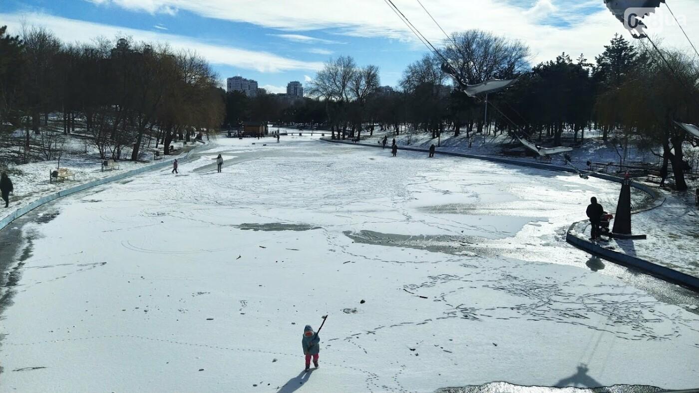 На замерзшем пруду в Одесском парке устроили спортивные состязания, - ФОТО, фото-13, ФОТО: Александр Жирносенко.