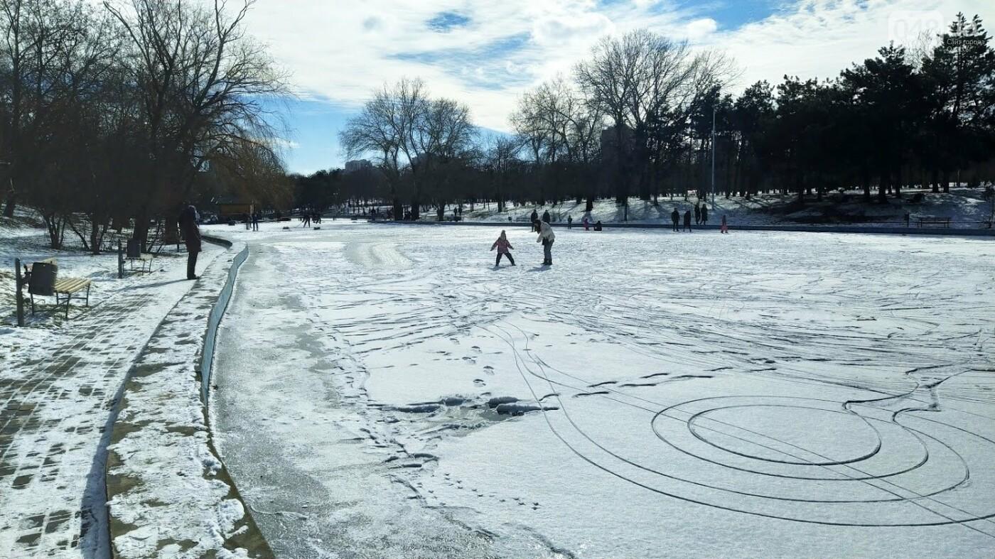 На замерзшем пруду в Одесском парке устроили спортивные состязания, - ФОТО, фото-10, ФОТО: Александр Жирносенко.