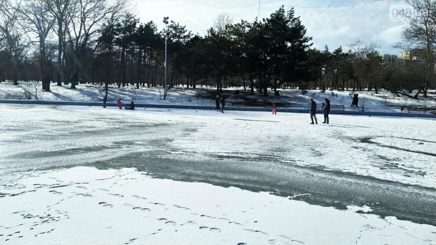 На замерзшем пруду в Одесском парке устроили спортивные состязания, - ФОТО, фото-9, ФОТО: Александр Жирносенко.