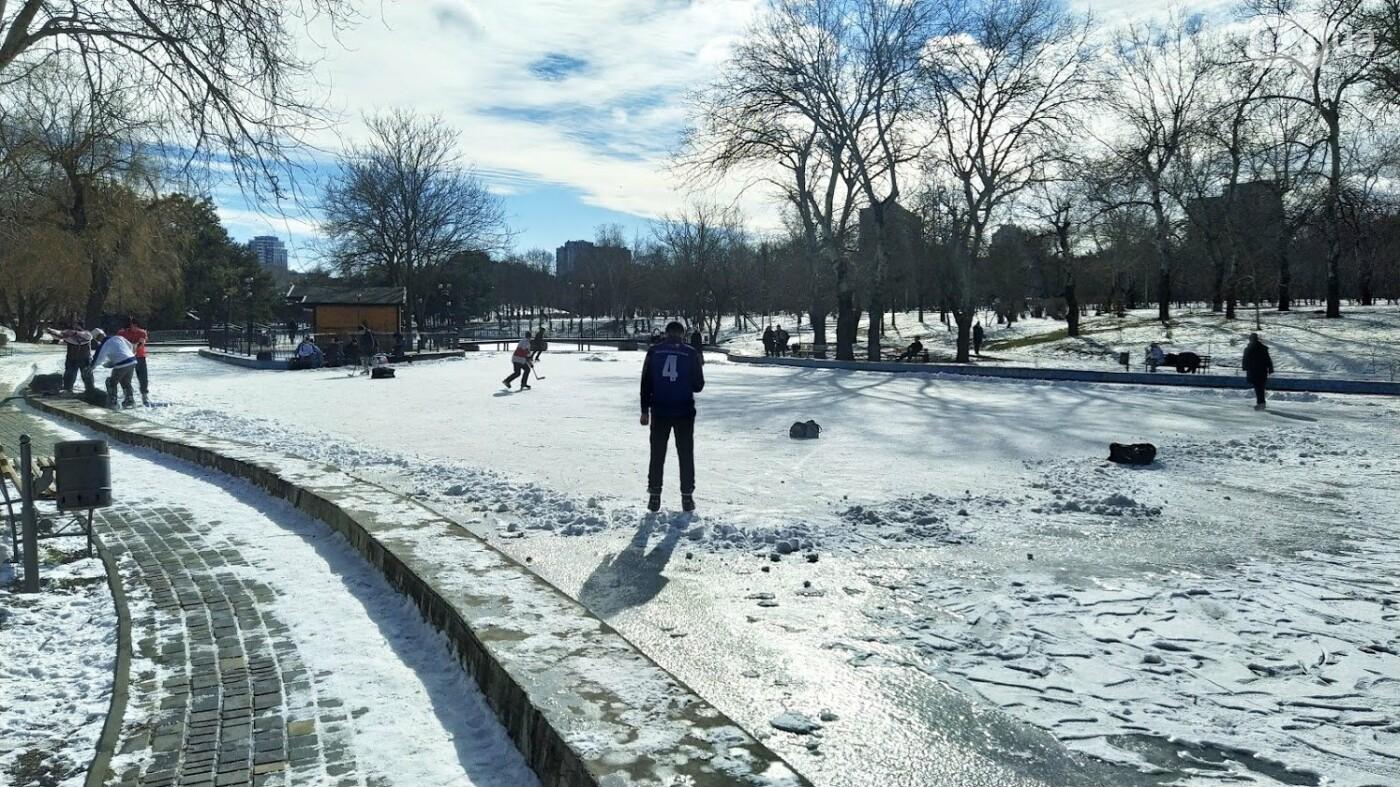 На замерзшем пруду в Одесском парке устроили спортивные состязания, - ФОТО, фото-8, ФОТО: Александр Жирносенко.