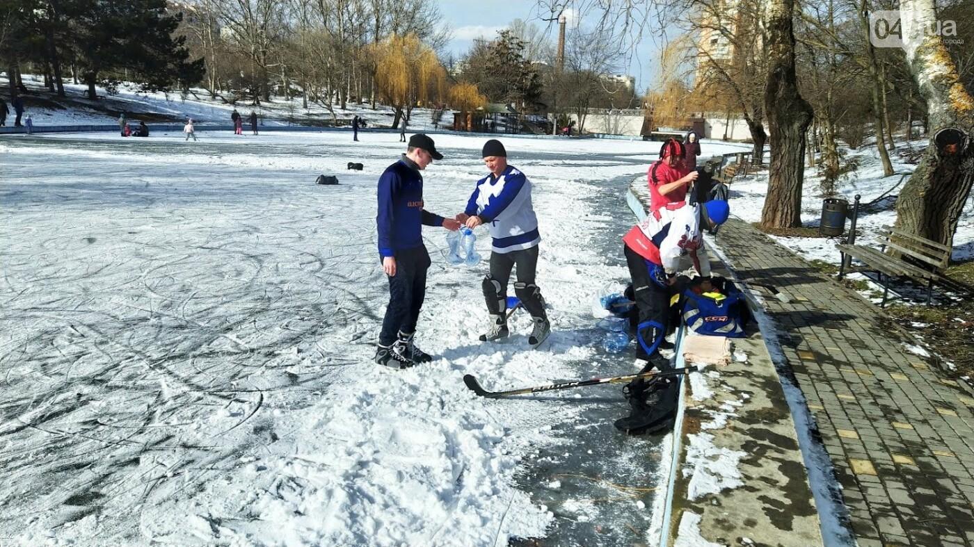 На замерзшем пруду в Одесском парке устроили спортивные состязания, - ФОТО, фото-4, ФОТО: Александр Жирносенко.