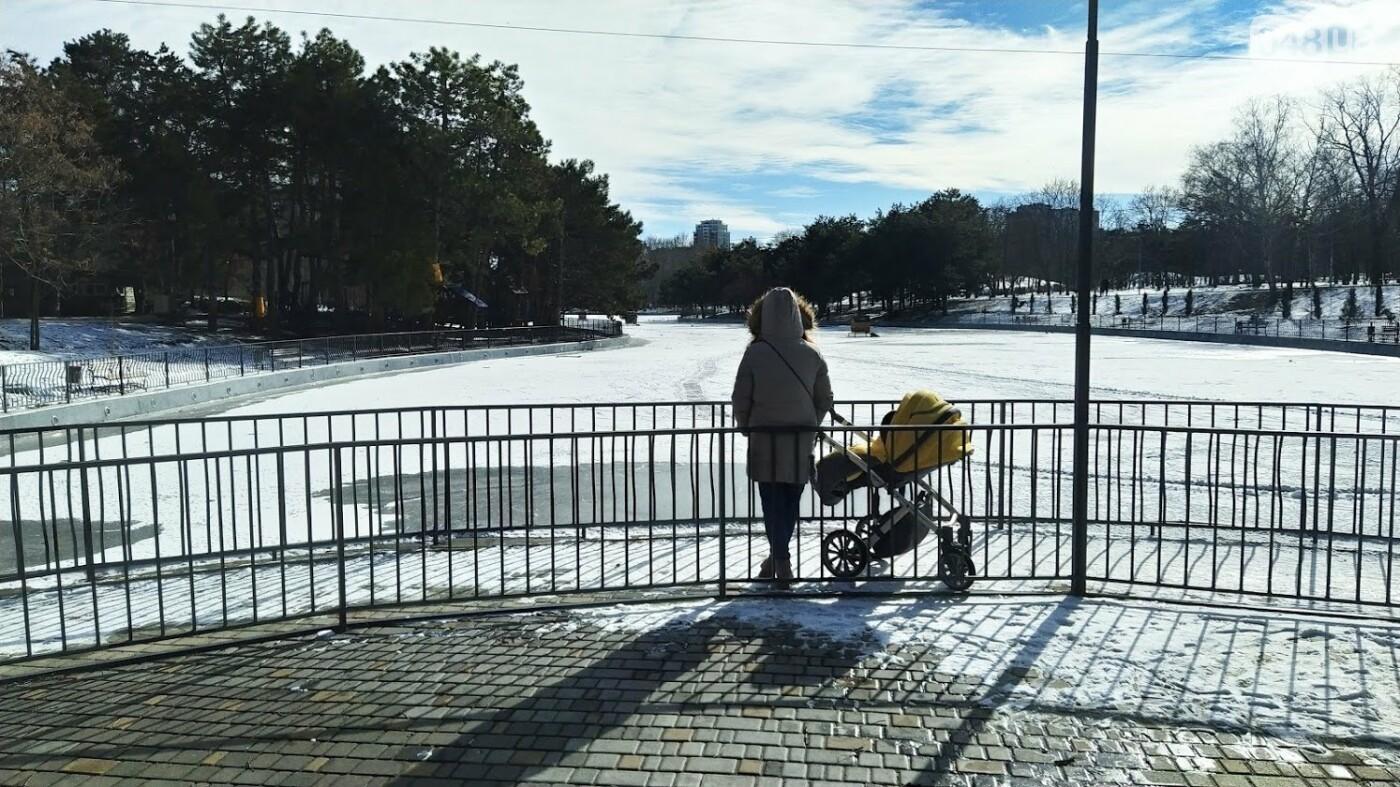 На замерзшем пруду в Одесском парке устроили спортивные состязания, - ФОТО, фото-15, ФОТО: Александр Жирносенко.