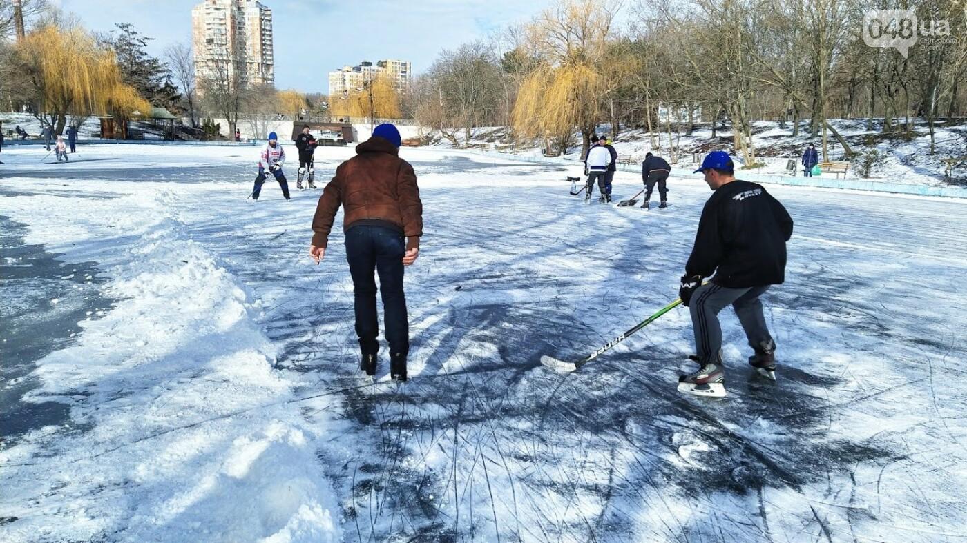 На замерзшем пруду в Одесском парке устроили спортивные состязания, - ФОТО, фото-17, ФОТО: Александр Жирносенко.