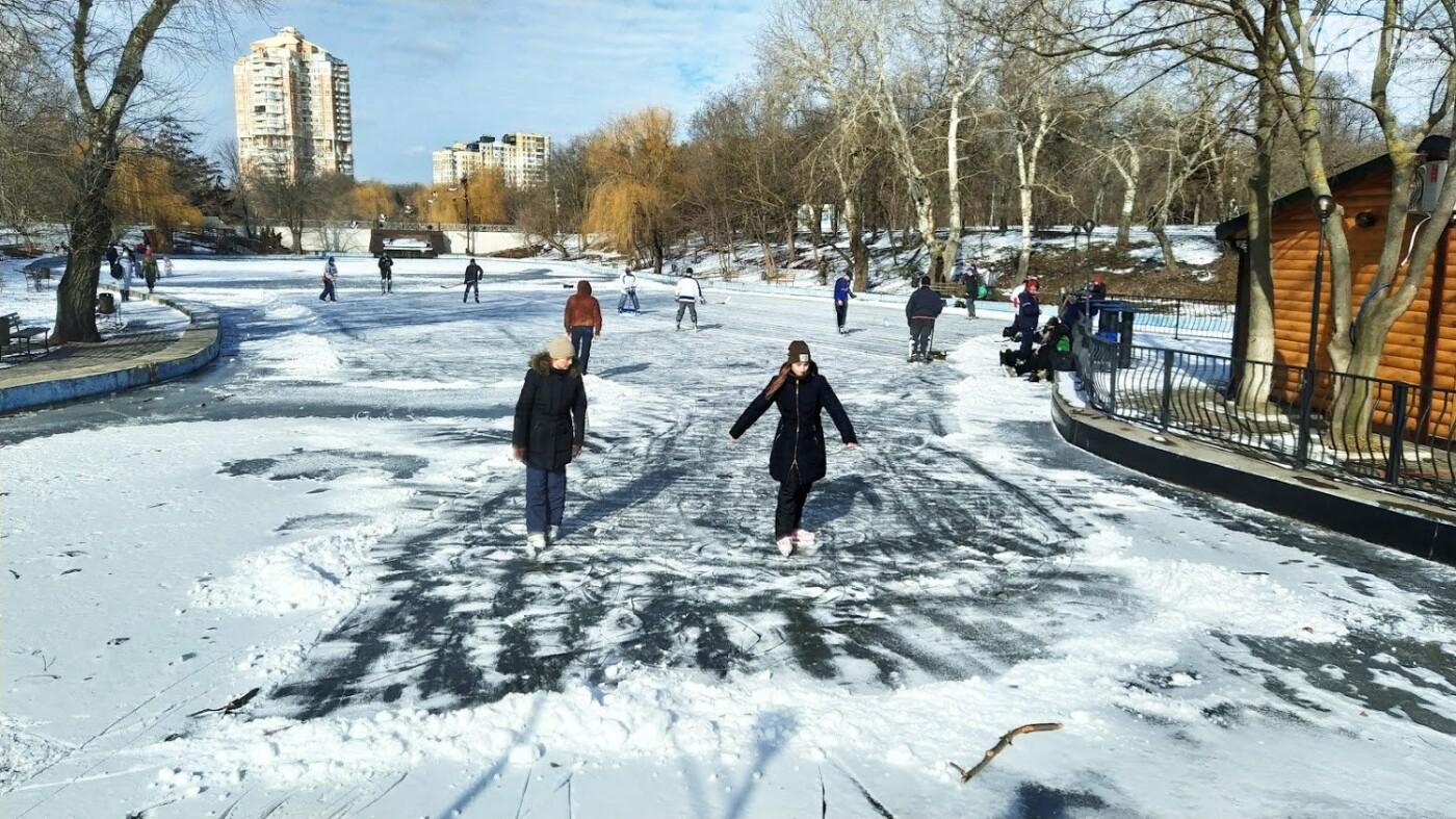 На замерзшем пруду в Одесском парке устроили спортивные состязания, - ФОТО, фото-18, ФОТО: Александр Жирносенко.