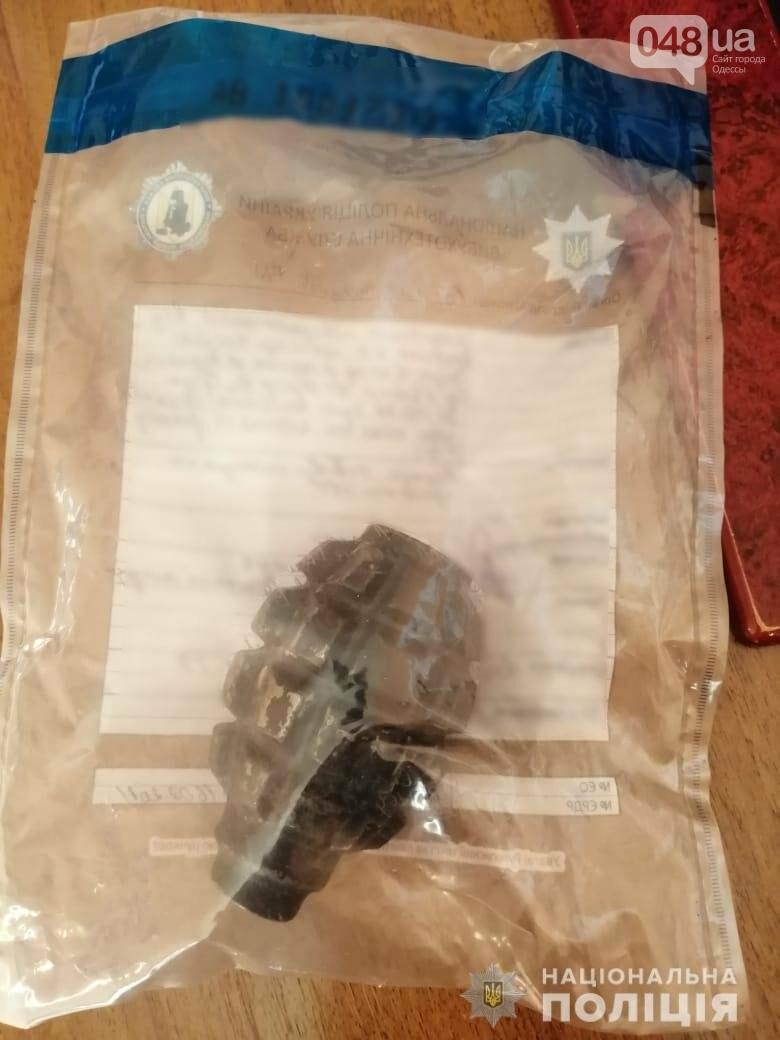 У нетрезвого водителя в Одесской области нашли гранату и пистолет, - ФОТО, фото-1