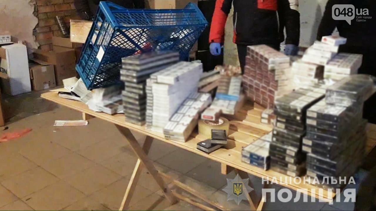 В Одесской области полицейские нашли 26 тысяч пачек сигарет и 200 литров алкоголя, - ФОТО, ВИДЕО, фото-2