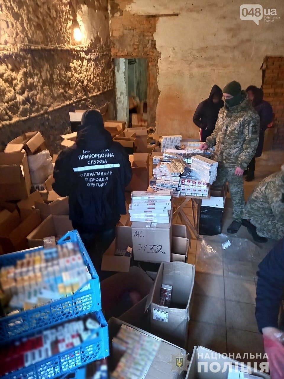 В Одесской области полицейские нашли 26 тысяч пачек сигарет и 200 литров алкоголя, - ФОТО, ВИДЕО, фото-1