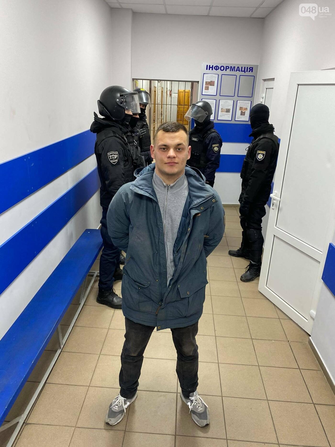 Стало известно, кого и за что задержали после приговора Стерненко в Одессе,- ФОТО, ВИДЕО, фото-1