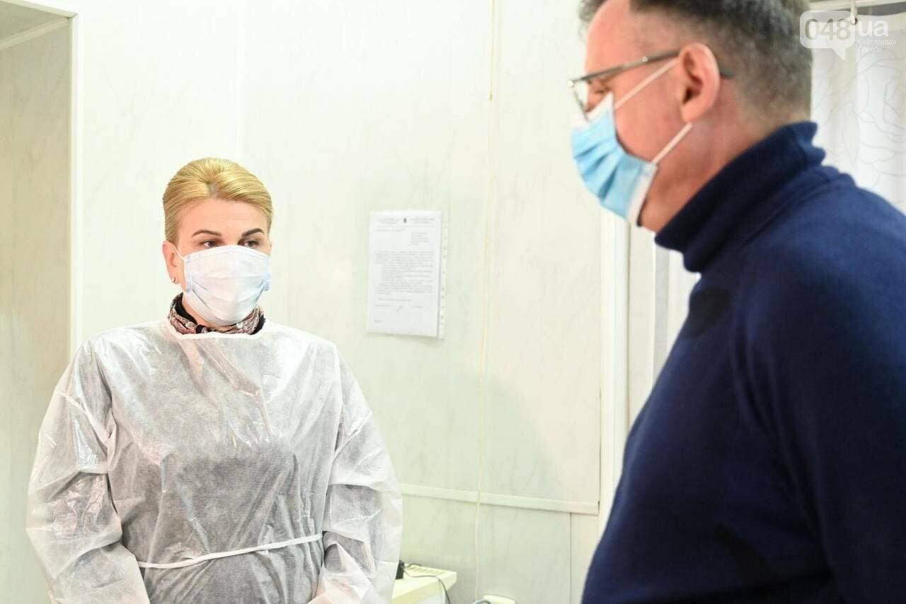 Стало известно имя врача, который первым вакцинировался от коронавируса в Одессе,- ФОТО, фото-4