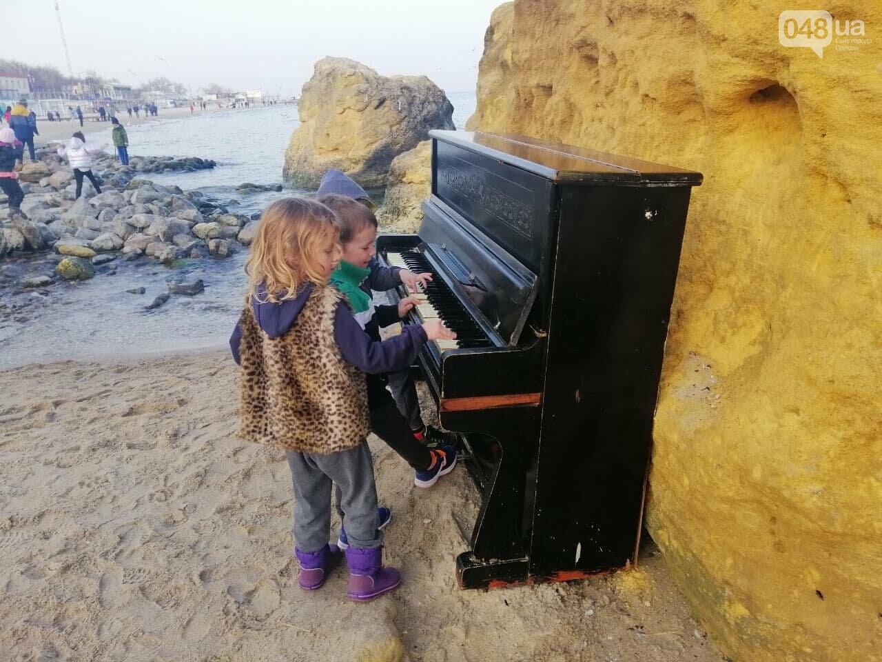 Пианино на Отраде: В Одессе на пляже звучит музыка,- ФОТО, ВИДЕО , фото-1