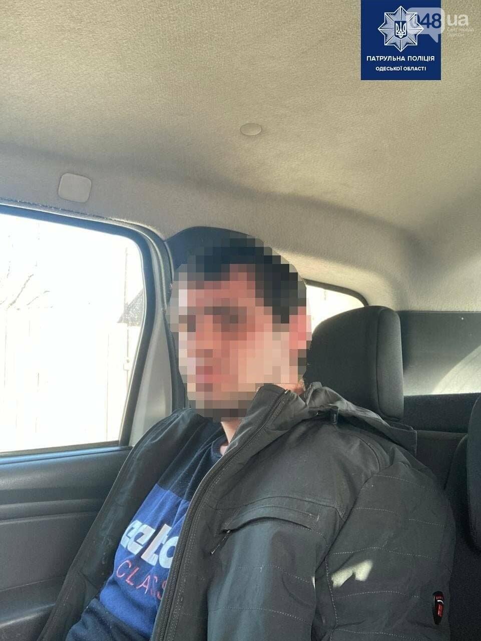 В Одесской области двое мужчин средь бела дня похитили девушку, угрожая ей ножом, - ФОТО, фото-2