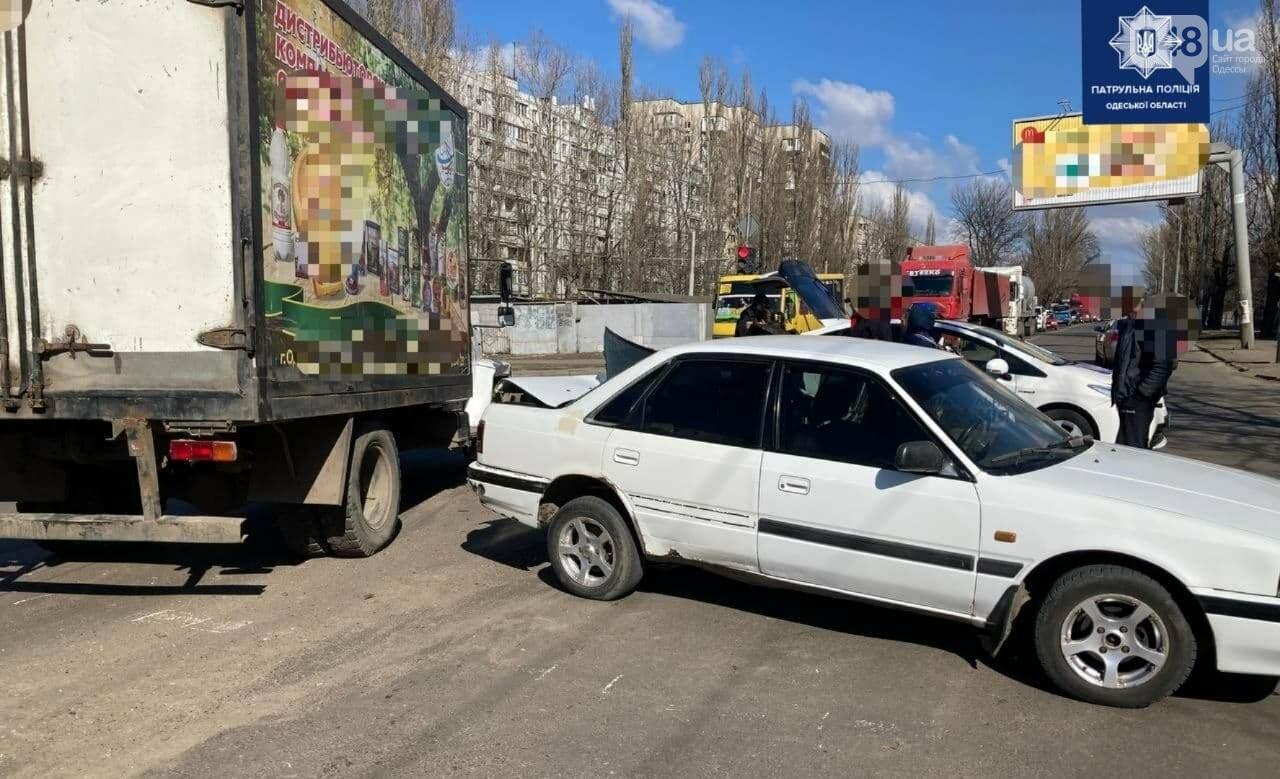Разорвало заднюю часть автомобиля: в Одессе на посёлке Котовского произошло ДТП, - ФОТО , фото-2