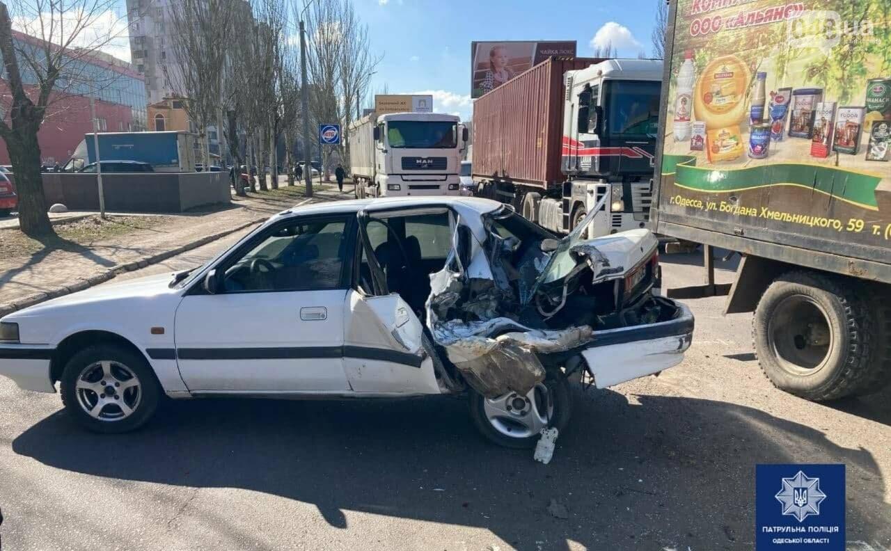 Разорвало заднюю часть автомобиля: в Одессе на посёлке Котовского произошло ДТП, - ФОТО , фото-3