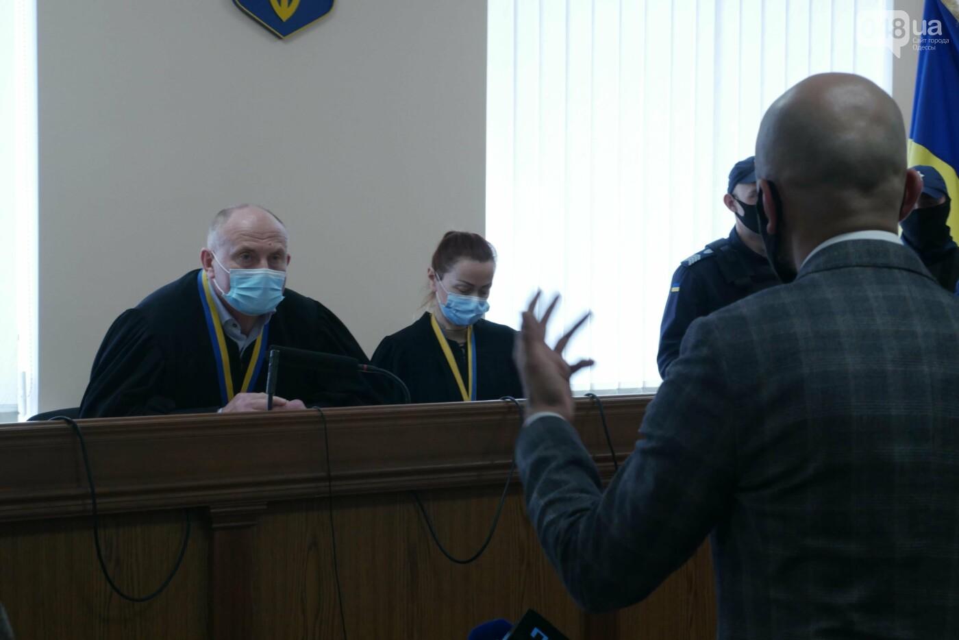 """Суд над Стерненко в Одессе: вышел из """"клетки"""", но не вышел на свободу, - ФОТО, фото-5"""