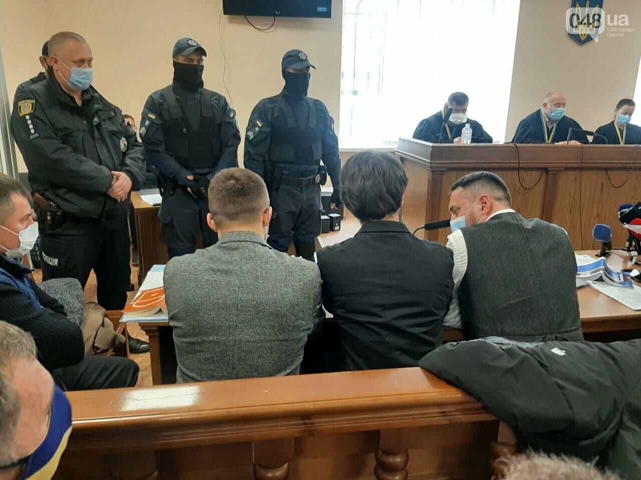 """Суд над Стерненко в Одессе: вышел из """"клетки"""", но не вышел на свободу, - ФОТО, фото-2"""