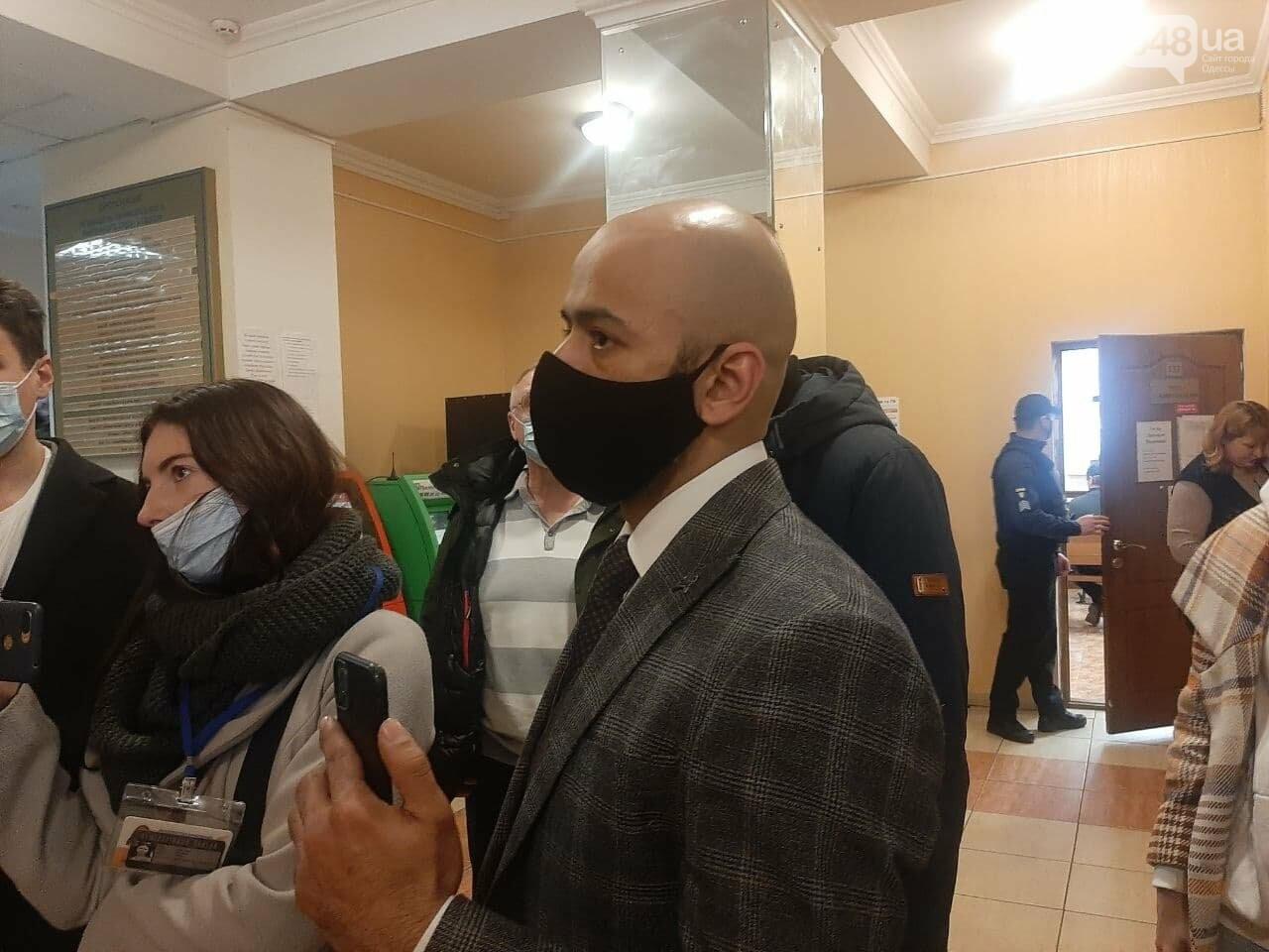 """Суд над Стерненко в Одессе: вышел из """"клетки"""", но не вышел на свободу, - ФОТО, фото-7"""