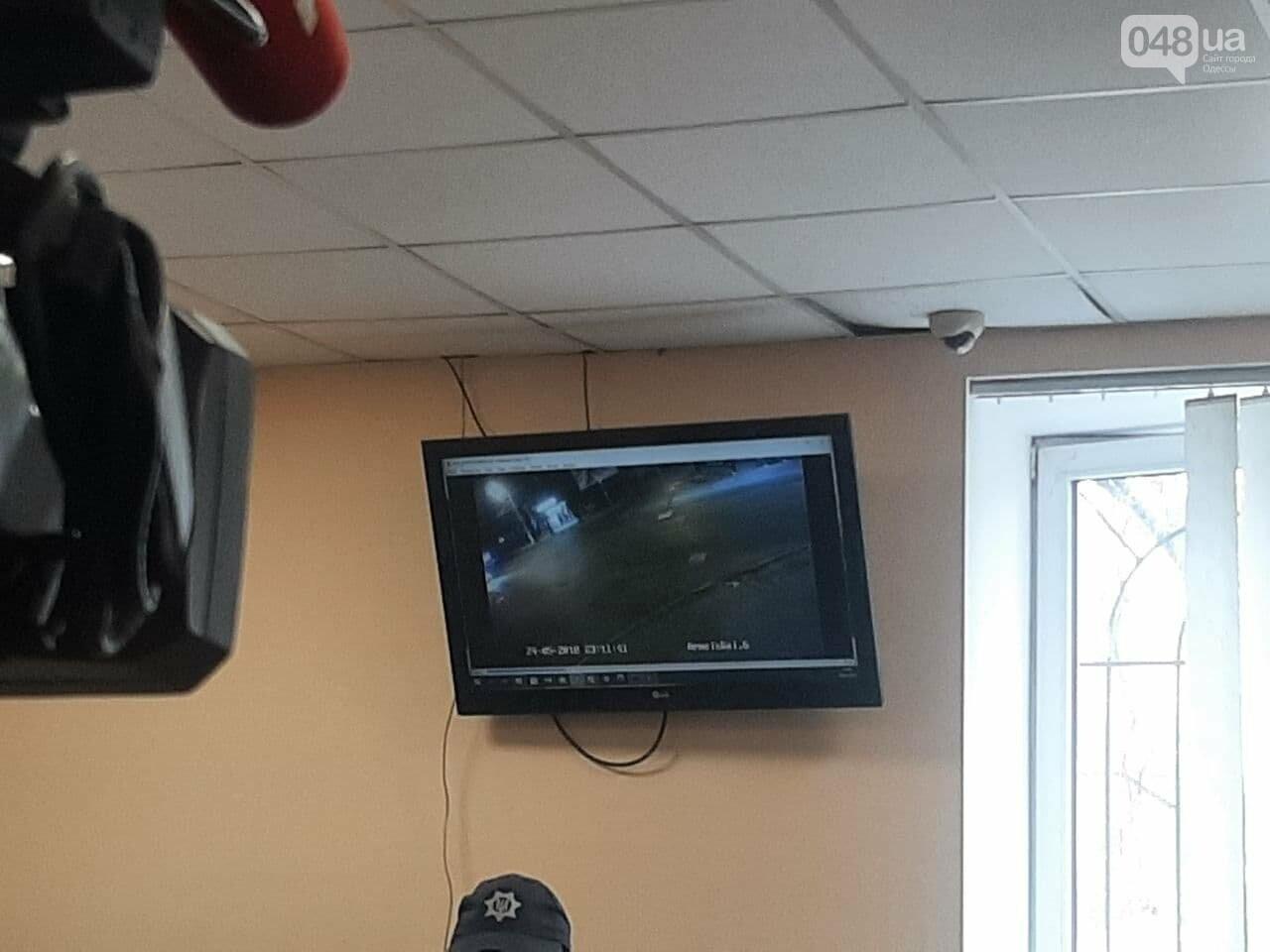 """Суд над Стерненко в Одессе: вышел из """"клетки"""", но не вышел на свободу, - ФОТО, фото-6"""