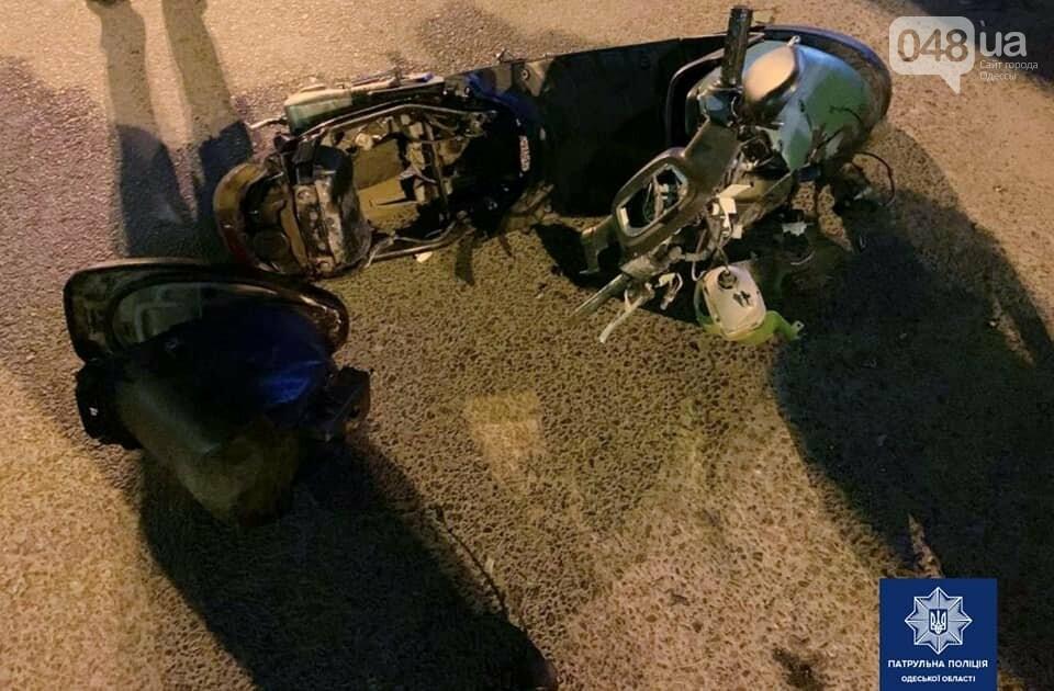 В Одессе 18-летний водитель мопеда и его пассажир попали в больницу после ДТП, - ФОТО, фото-1