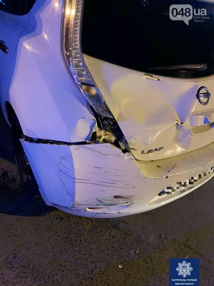 В Одессе 18-летний водитель мопеда и его пассажир попали в больницу после ДТП, - ФОТО, фото-2