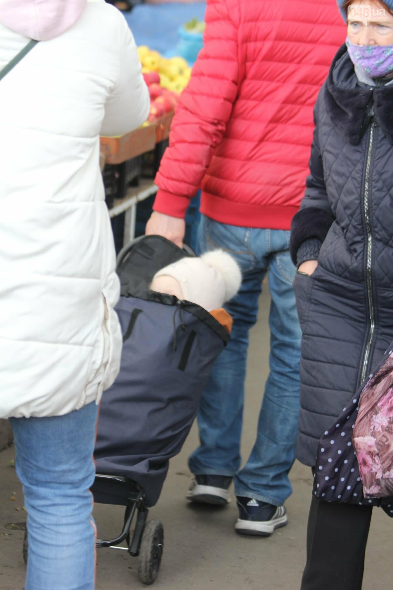 Папа вам не мама: в Одессе на Привозе ребёнка посадили в сумку, - ФОТОФАКТ, фото-3