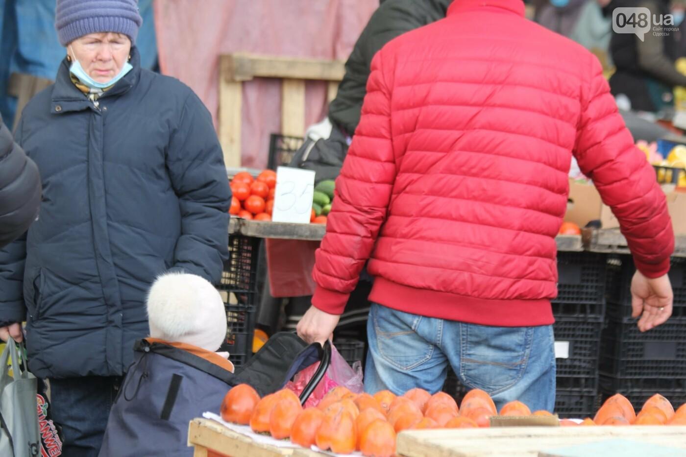 Папа вам не мама: в Одессе на Привозе ребёнка посадили в сумку, - ФОТОФАКТ, фото-2