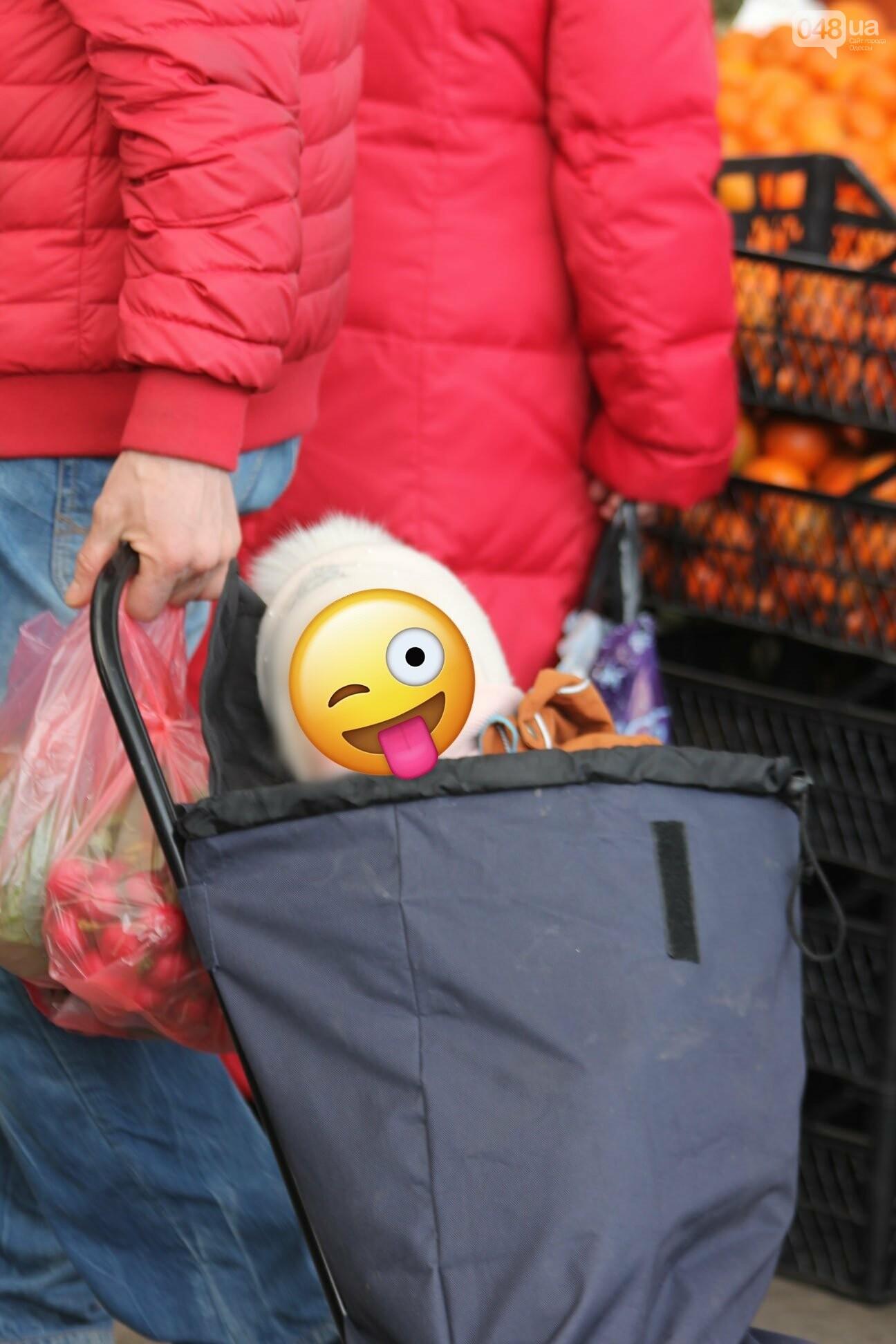 Папа вам не мама: в Одессе на Привозе ребёнка посадили в сумку, - ФОТОФАКТ, фото-1