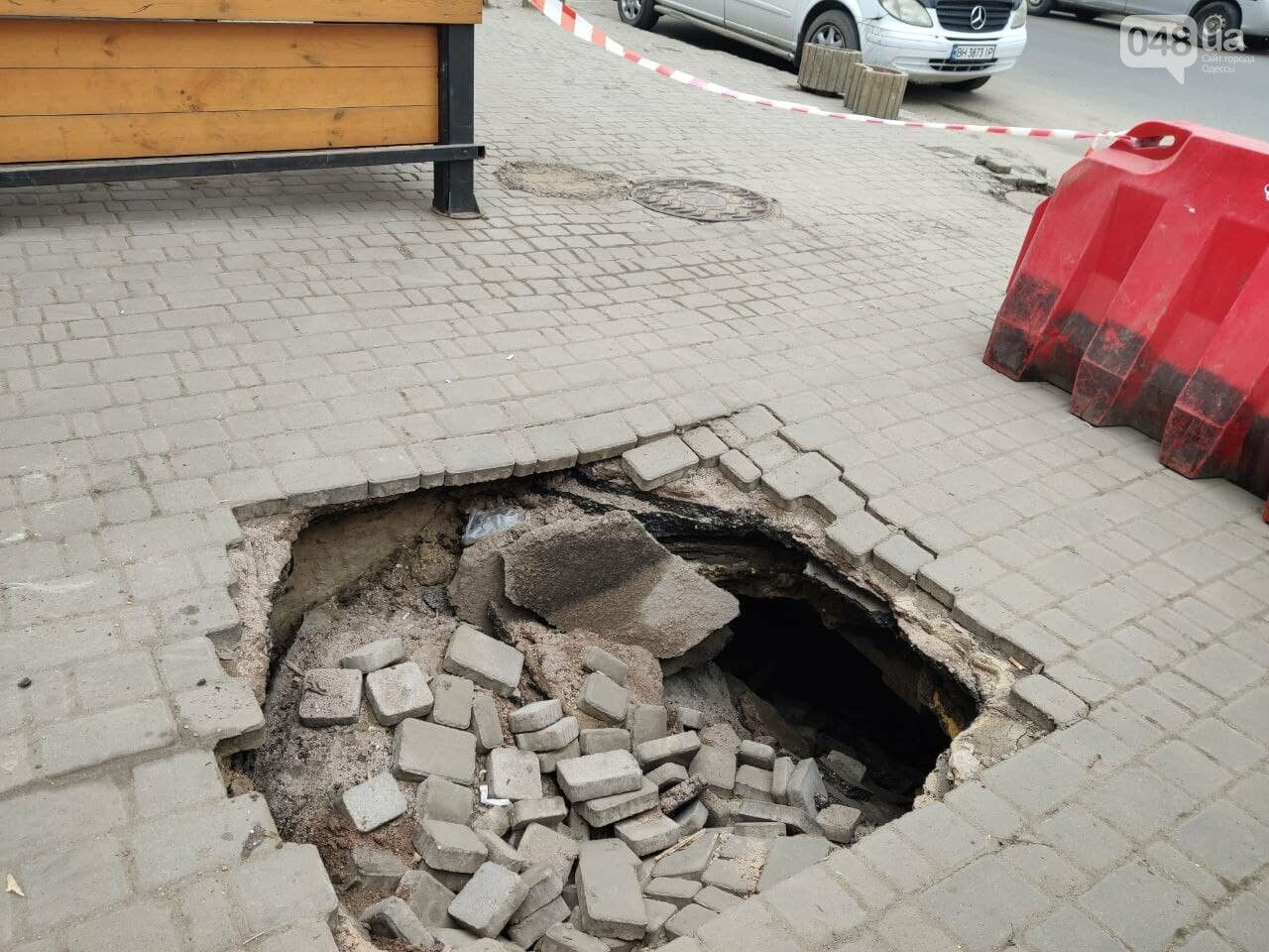В центре Одессы провалился тротуар, - ФОТО, фото-4