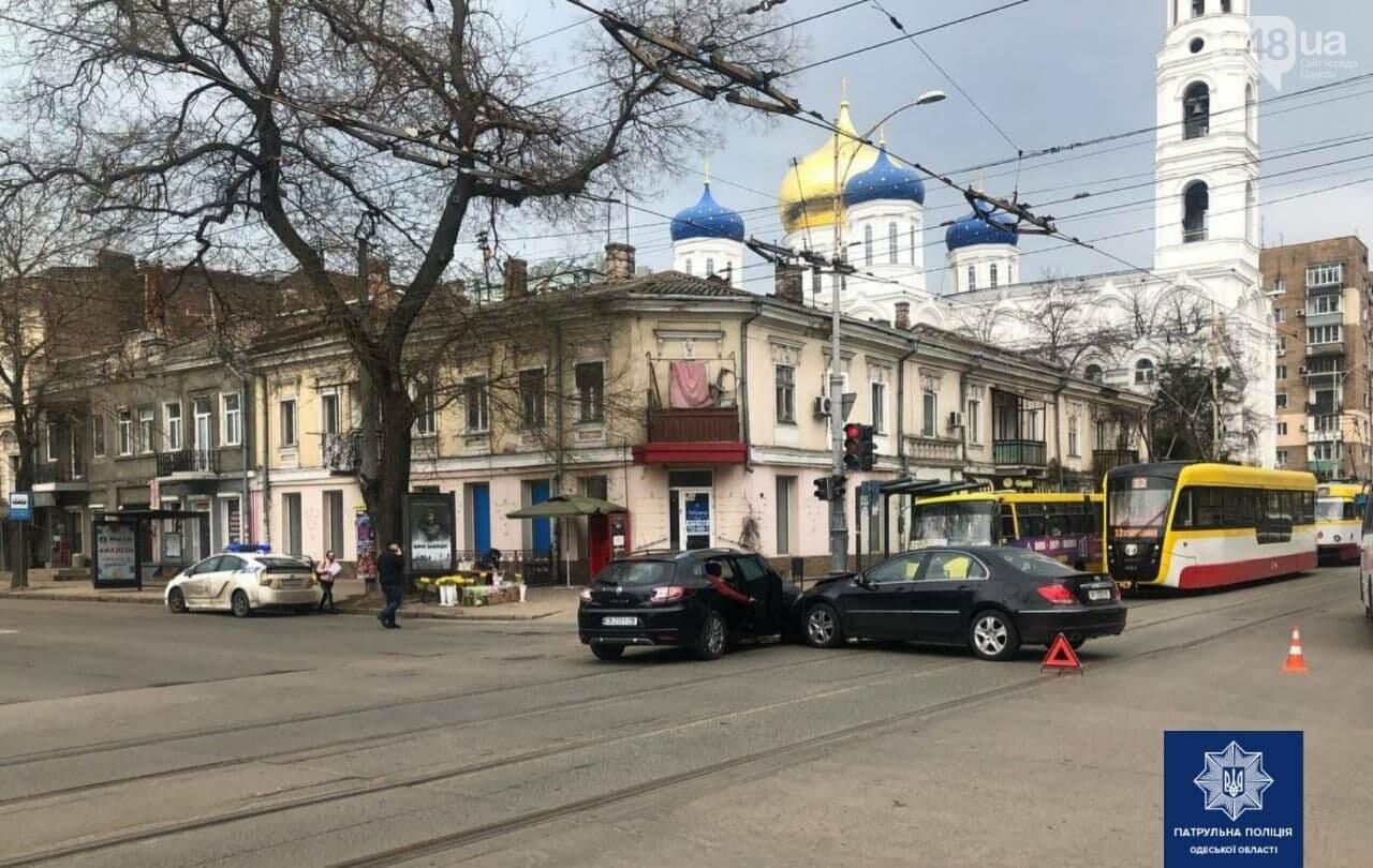 В центре Одессы столкнулись две иномарки: пострадал ребенок,- ФОТО, фото-2