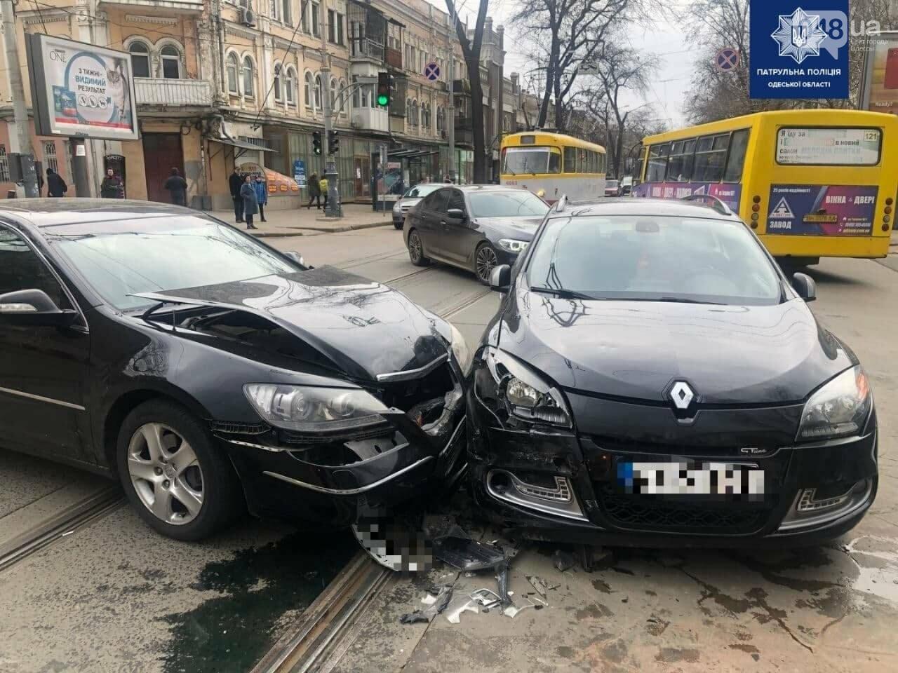 В центре Одессы столкнулись две иномарки: пострадал ребенок,- ФОТО, фото-1