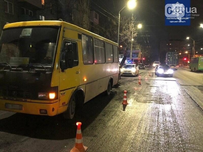 В результате ДТП с маршруткой в Одессе пострадал несовершеннолетний, - ФОТО, фото-1