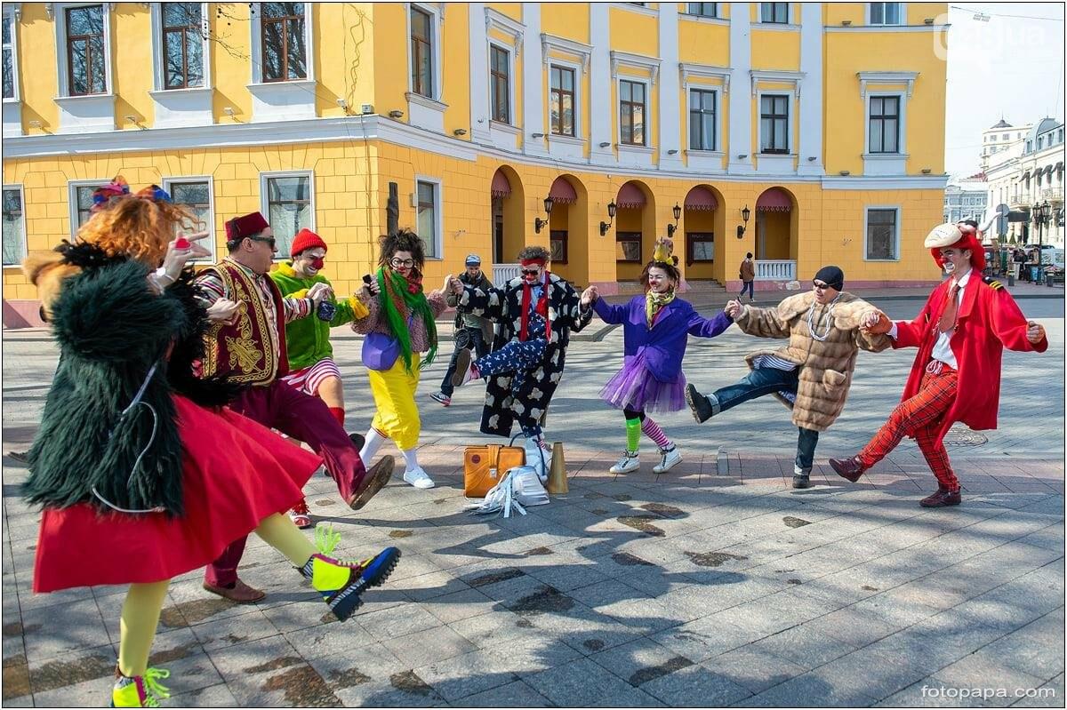 Маски без масок: 1 апреля в Одессе было весело, несмотря на карантин,- ФОТОРЕПОРТАЖ, фото-10