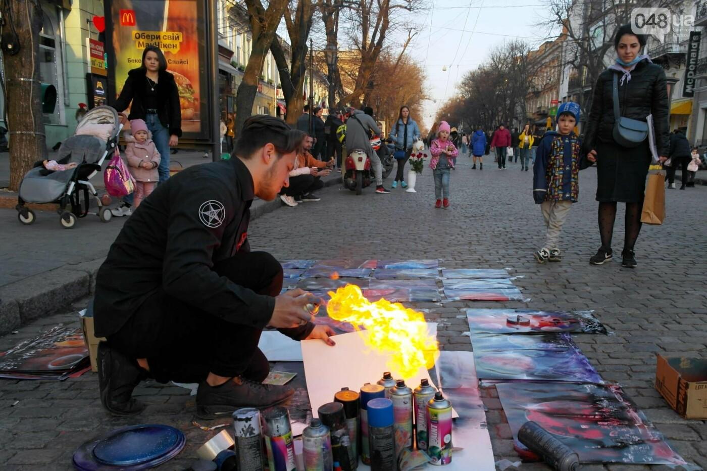 Маски без масок: 1 апреля в Одессе было весело, несмотря на карантин,- ФОТОРЕПОРТАЖ, фото-22
