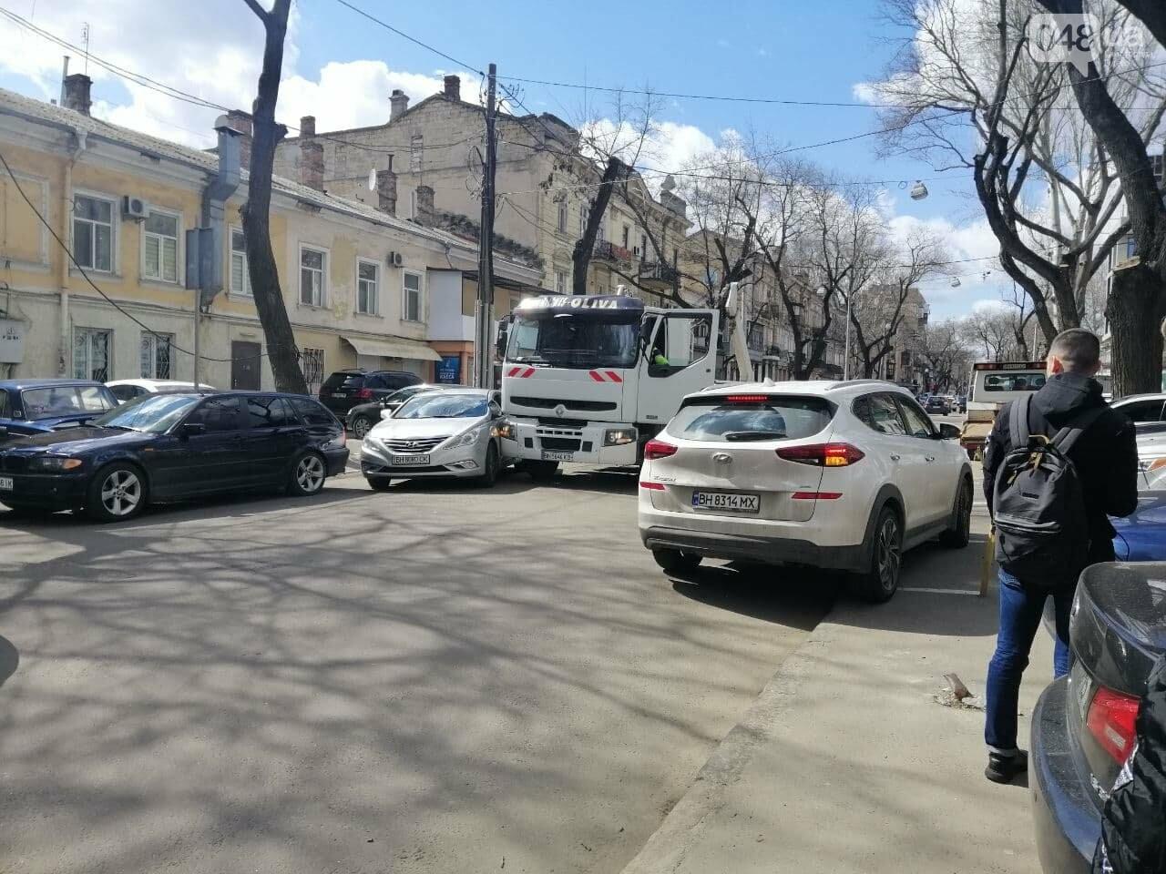 В центре Одессы автопогрузчик въехал в легковушку,- ФОТО, фото-2