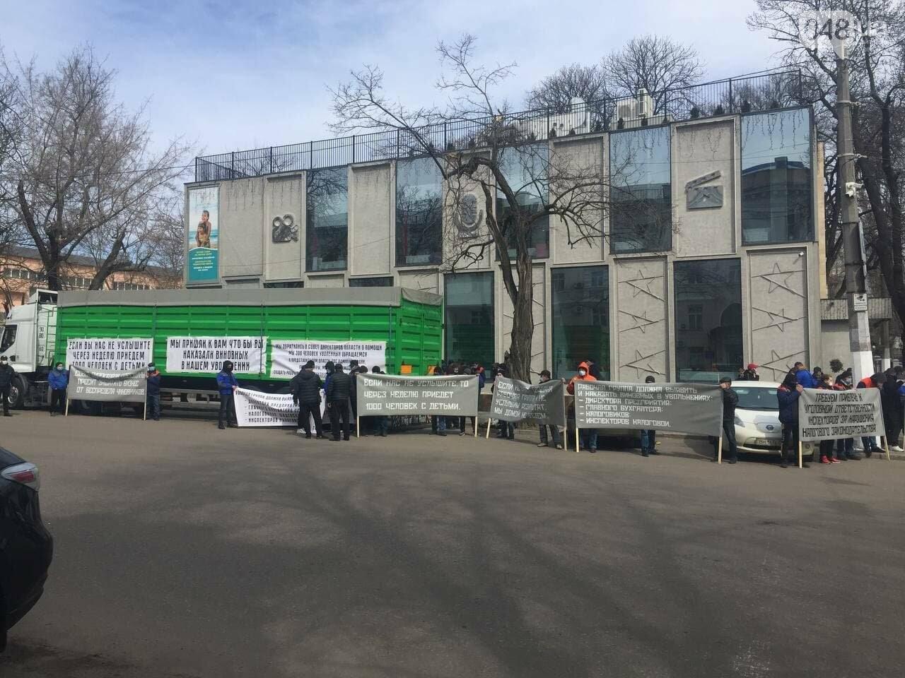 Митинг работников Измаильского завода в Одессе: под налоговую пригнали фуру, - ФОТО, фото-1