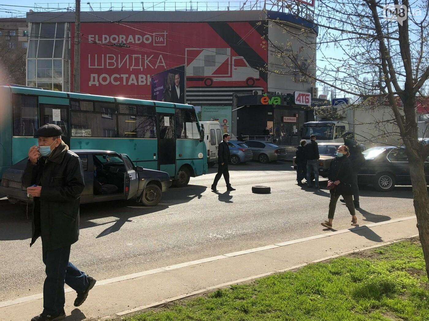 В Одессе маршрутка попала в ДТП, когда объезжала другую аварию, - ФОТО  , фото-1