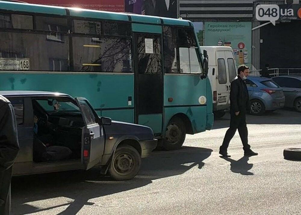 В Одессе маршрутка попала в ДТП, когда объезжала другую аварию, - ФОТО  , фото-4