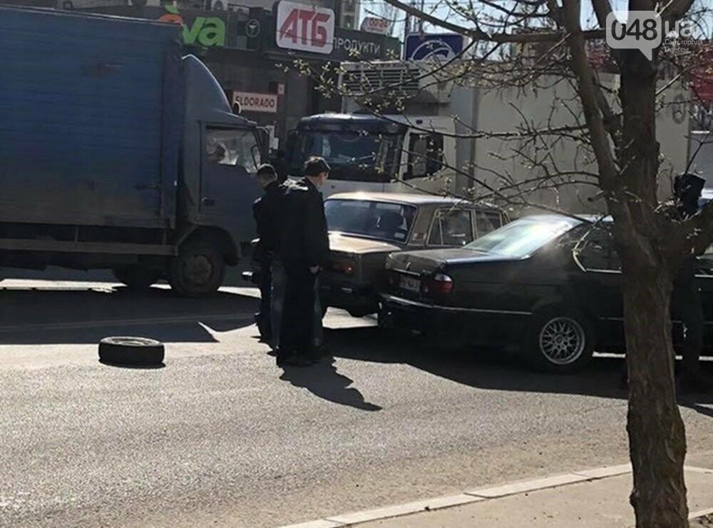 В Одессе маршрутка попала в ДТП, когда объезжала другую аварию, - ФОТО  , фото-5