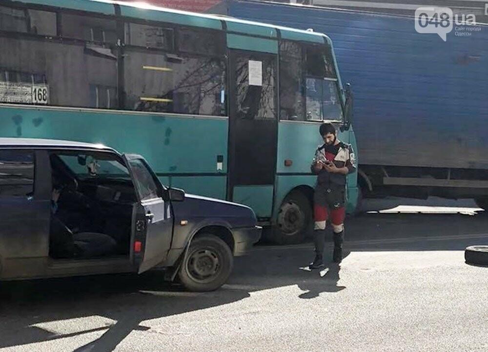 В Одессе маршрутка попала в ДТП, когда объезжала другую аварию, - ФОТО  , фото-7