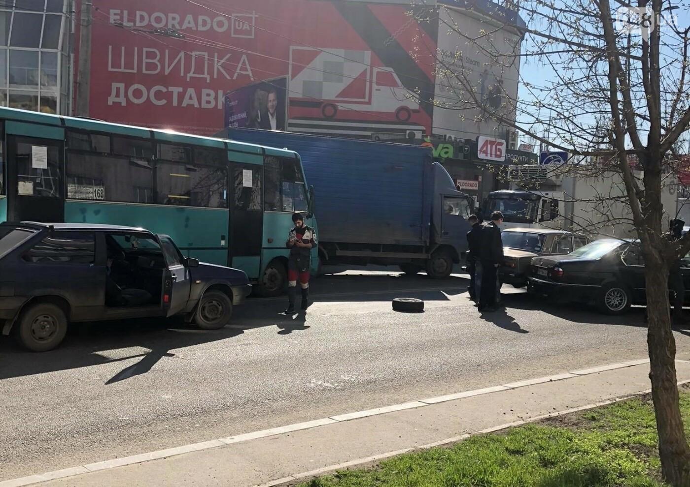 В Одессе маршрутка попала в ДТП, когда объезжала другую аварию, - ФОТО  , фото-8