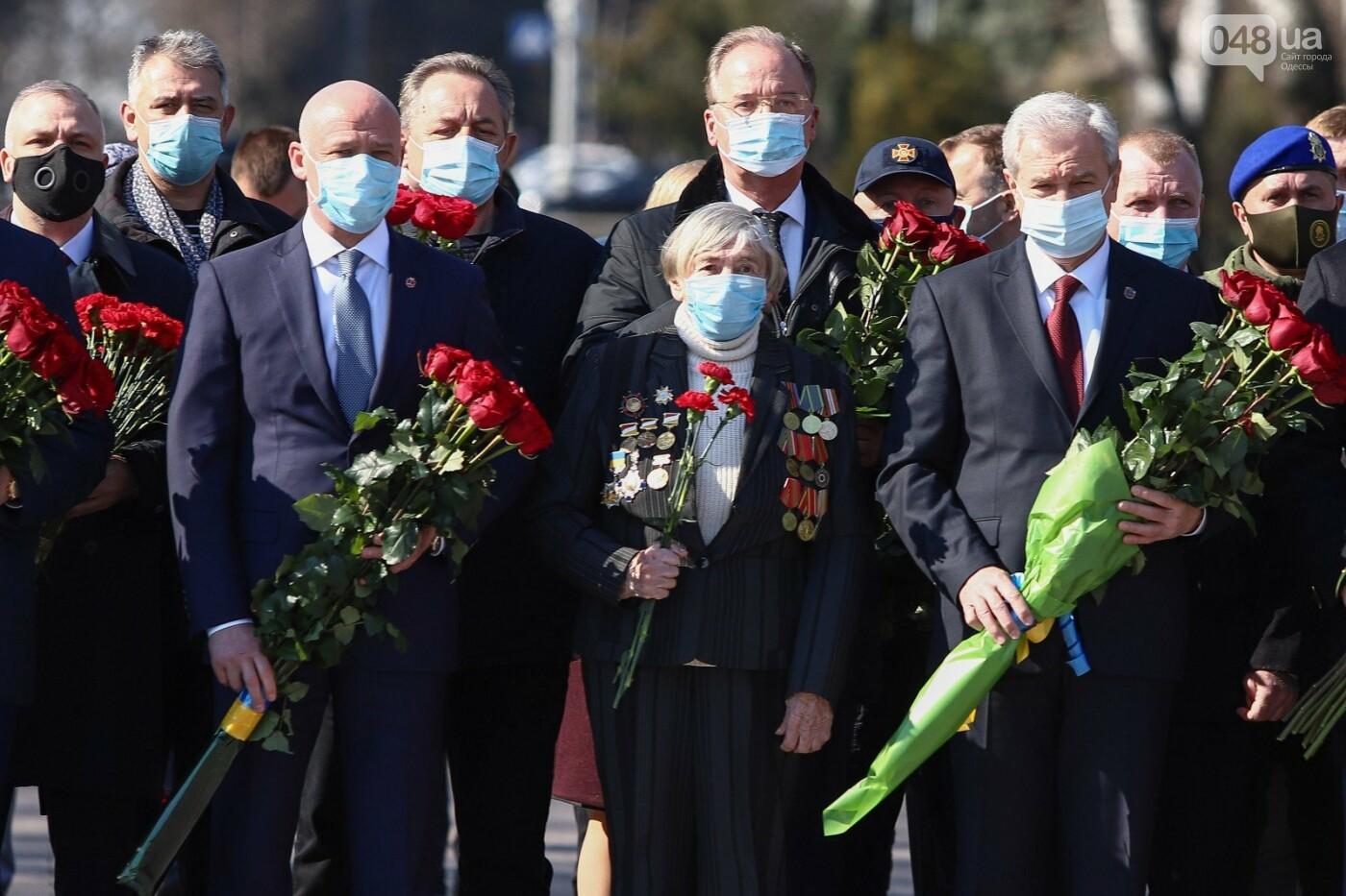 В День Освобождения Одессы возложили цветы к монументам боевой славы, - ФОТОРЕПОРТАЖ, фото-16