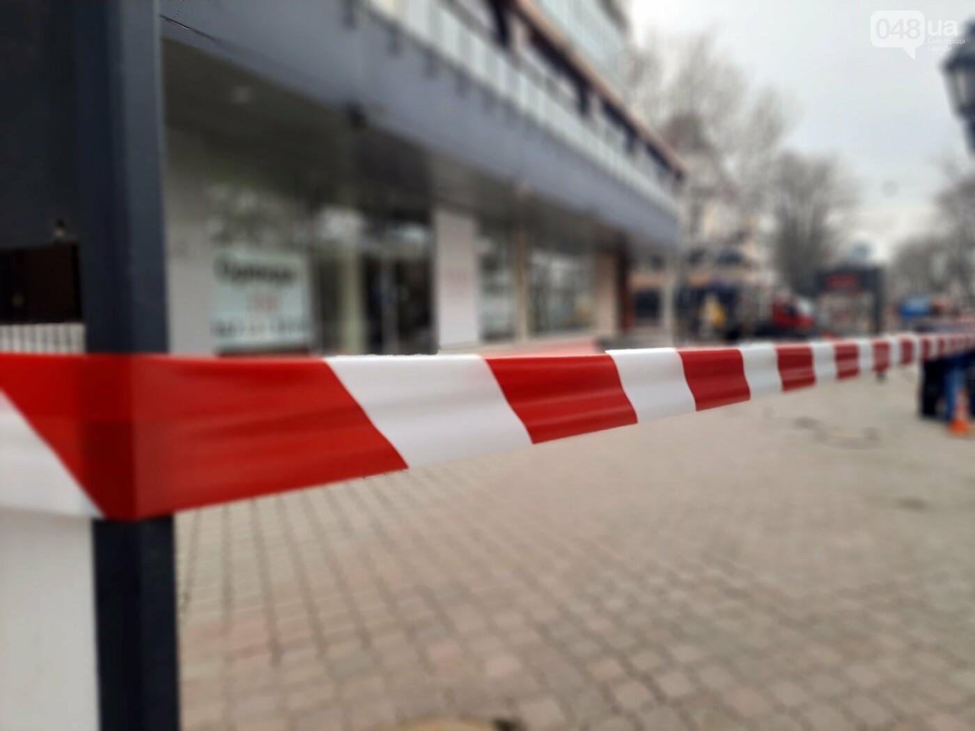 В Одессе на Дерибасовской ликвидируют последствия обвала фасада, - ФОТО, ВИДЕО , фото-3