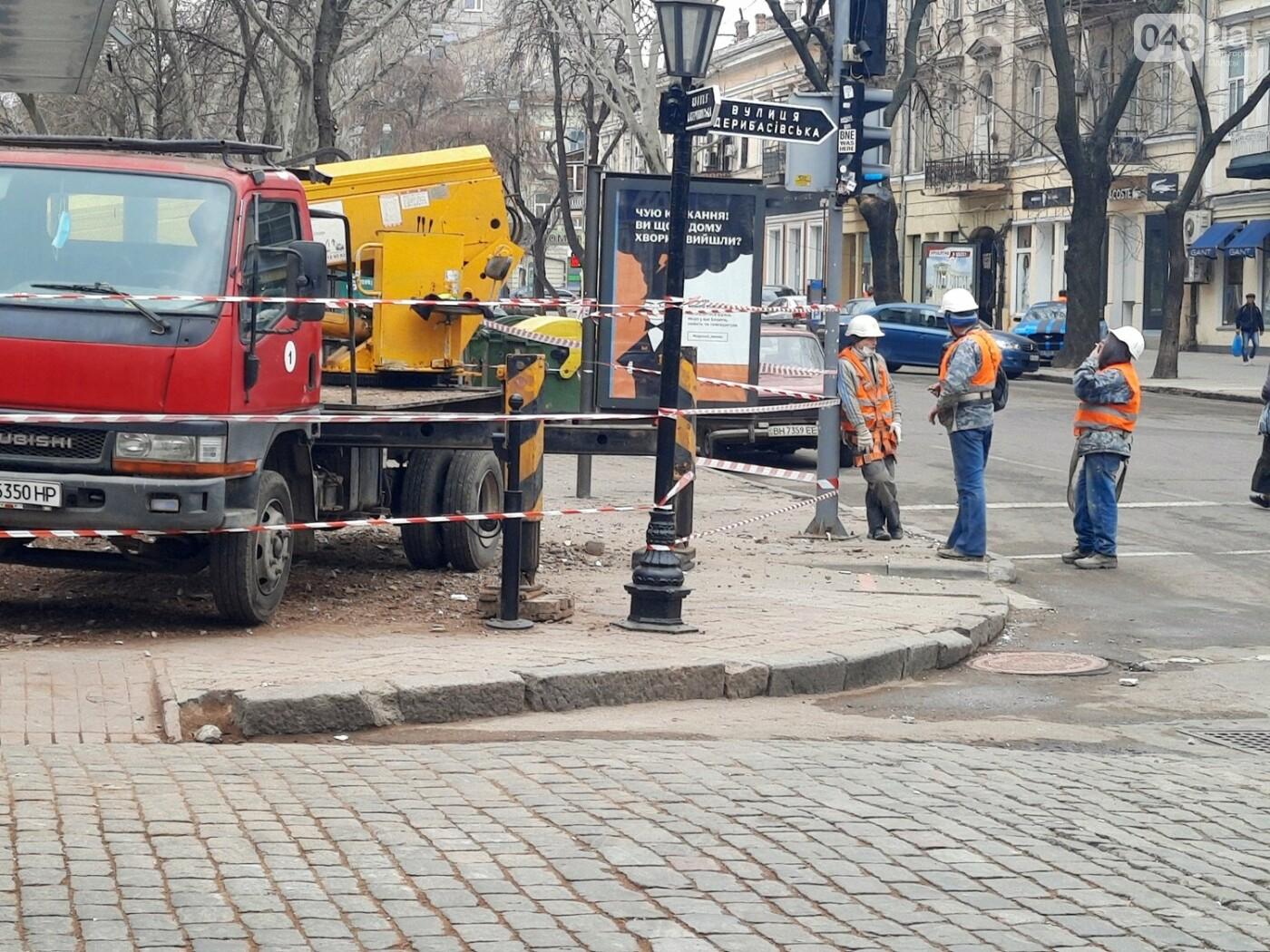 В Одессе на Дерибасовской ликвидируют последствия обвала фасада, - ФОТО, ВИДЕО , фото-6
