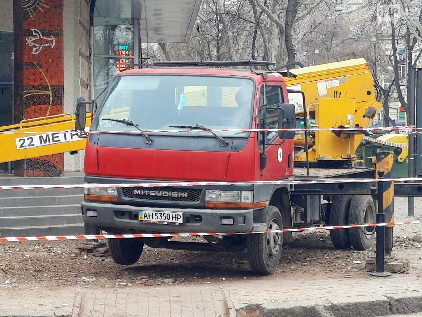 В Одессе на Дерибасовской ликвидируют последствия обвала фасада, - ФОТО, ВИДЕО , фото-2