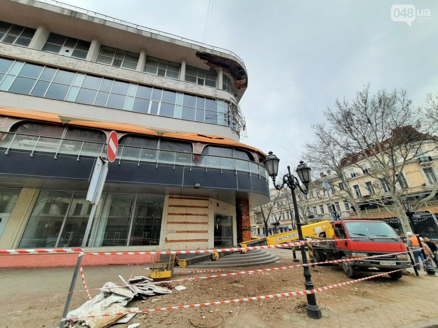 В Одессе на Дерибасовской ликвидируют последствия обвала фасада, - ФОТО, ВИДЕО , фото-4