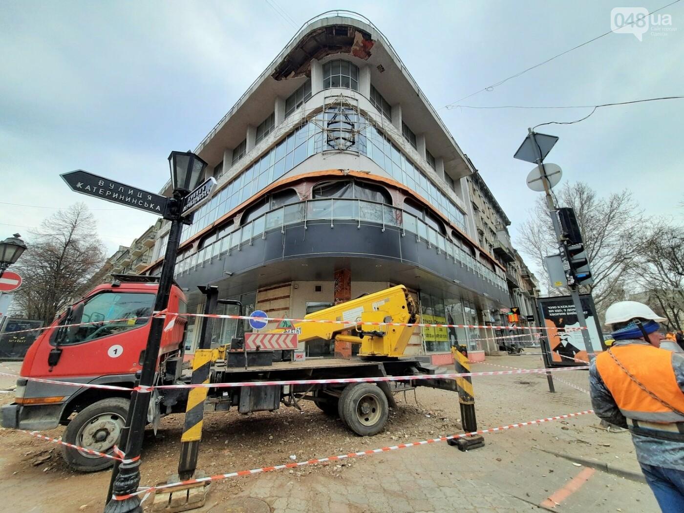 В Одессе на Дерибасовской ликвидируют последствия обвала фасада, - ФОТО, ВИДЕО , фото-5